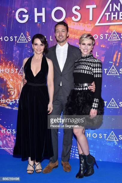 Juliette Binoche Rupert Sanders and Scarlett Johansson attend the Paris Premiere of the Paramount Pictures release 'Ghost In The Shell' at Le Grand...