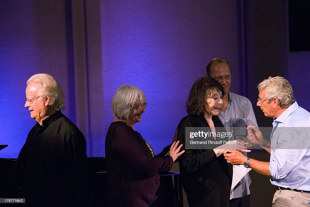 <a gi-track='captionPersonalityLinkClicked' href=/galleries/search?phrase=Juliette+Greco&family=editorial&specificpeople=210869 ng-click='$event.stopPropagation()'>Juliette Greco</a> (3rd L), her husband pianist Gerard Jouannest (L), her daughter Laurence (2nd L), the Doctor of Festival (2nd R) and Artistic Director of the Festival <a gi-track='captionPersonalityLinkClicked' href=/galleries/search?phrase=Michel+Boujenah&family=editorial&specificpeople=1027167 ng-click='$event.stopPropagation()'>Michel Boujenah</a> (R) are seen on stage after singer <a gi-track='captionPersonalityLinkClicked' href=/galleries/search?phrase=Juliette+Greco&family=editorial&specificpeople=210869 ng-click='$event.stopPropagation()'>Juliette Greco</a> paused her concert having a little discomfort at 29th Ramatuelle Festival on August 7, 2013 in Ramatuelle, France.