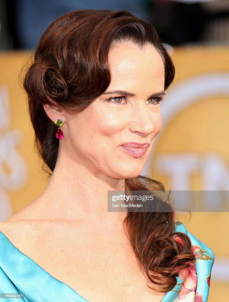 Juliette Lewis arrives at the 20th Annual Screen Actors Guild Awards at the Shrine Auditorium on January 18, 2014 in Los Angeles, California.