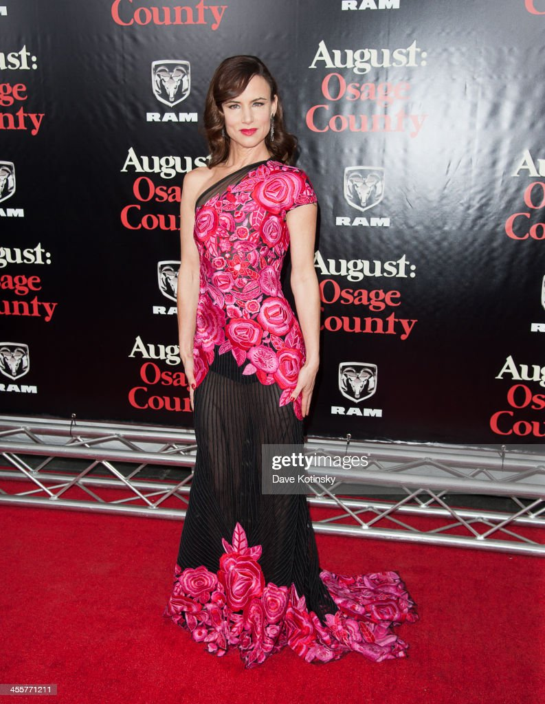 <a gi-track='captionPersonalityLinkClicked' href=/galleries/search?phrase=Juliette+Lewis&family=editorial&specificpeople=202873 ng-click='$event.stopPropagation()'>Juliette Lewis</a> attends the 'August: Osage County' premiere at Ziegfeld Theater on December 12, 2013 in New York City.