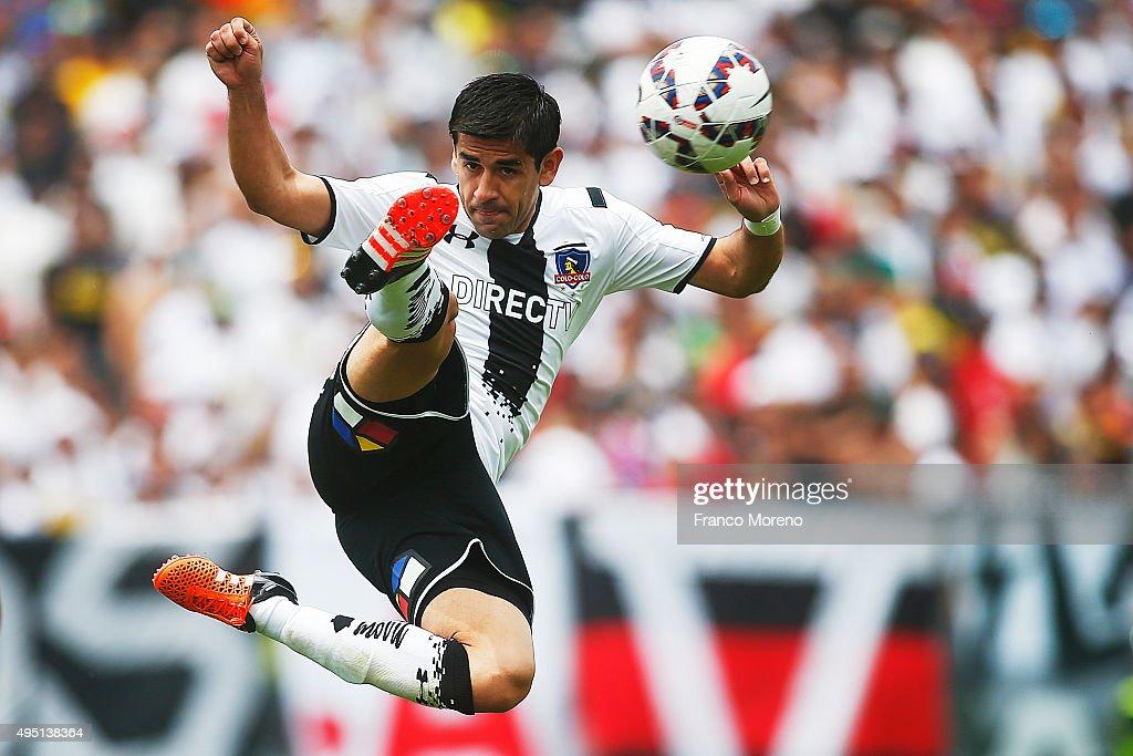 Julio Barroso controls the ball during a match between Colo Colo and U de Chile as part of Campeonato Apertura 2015 at Monumental David Arellano...