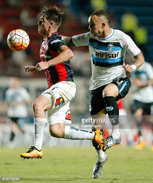Julio Buffarini of San Lorenzo fights for the ball with Everton of Gremio during a match between San Lorenzo and Gremio as part of Group 6 of Copa...