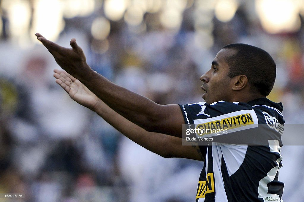 Julio Cesar of Botafogo celebrates a goal against Flamengo during the match between Botafogo and Flamengo as part of Carioca Championship 2013 at Engenhao Stadium on March 03, 2013 in Rio de Janeiro, Brazil.