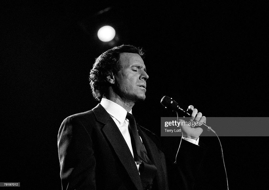 Julio Inglesias Performing Live At Wembley Arena, London