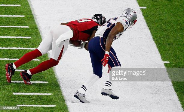 Julio Jones of the Atlanta Falcons makes a catch against the New England Patriots in the first half during Super Bowl 51 at NRG Stadium on February 5...