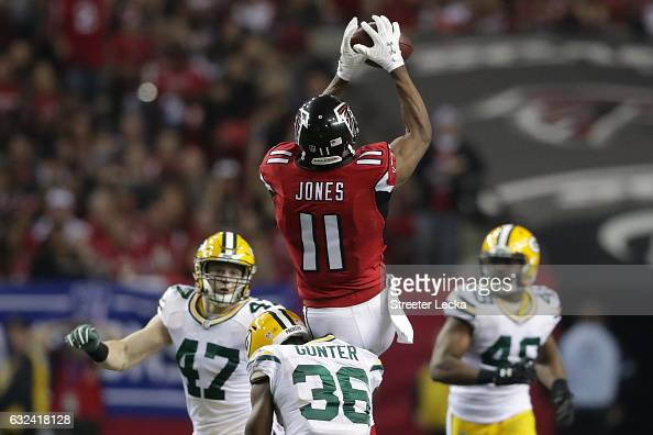 Julio Jones of the Atlanta Falcons makes a catch in the third quarter against Jake Ryan and LaDarius Gunter of the Green Bay Packers in the NFC...