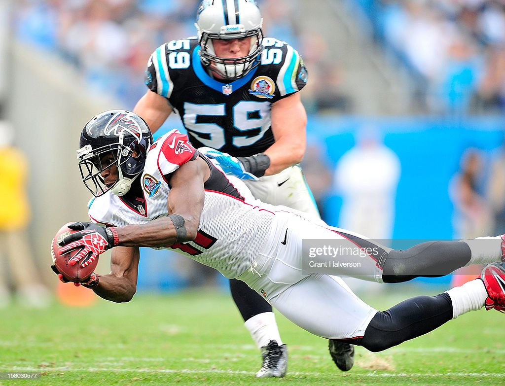 <a gi-track='captionPersonalityLinkClicked' href=/galleries/search?phrase=Julio+Jones&family=editorial&specificpeople=5509837 ng-click='$event.stopPropagation()'>Julio Jones</a> #11 of the Atlanta Falcons makes a diving catch in front of <a gi-track='captionPersonalityLinkClicked' href=/galleries/search?phrase=Luke+Kuechly&family=editorial&specificpeople=6234948 ng-click='$event.stopPropagation()'>Luke Kuechly</a> #59 of the Carolina Panthers during play at Bank of America Stadium on December 9, 2012 in Charlotte, North Carolina. Carolina defeated Atlanta, 30-20.