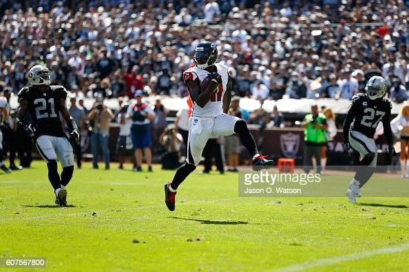 Atlanta Falcons v Oakland Raiders : News Photo