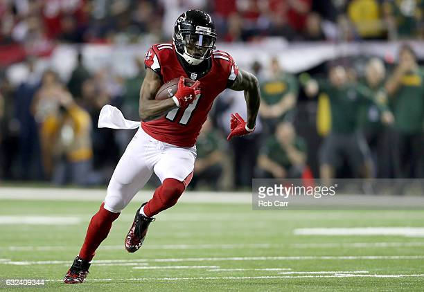 Julio Jones of the Atlanta Falcons runs after a catch in the second quarter against the Green Bay Packers in the NFC Championship Game at the Georgia...