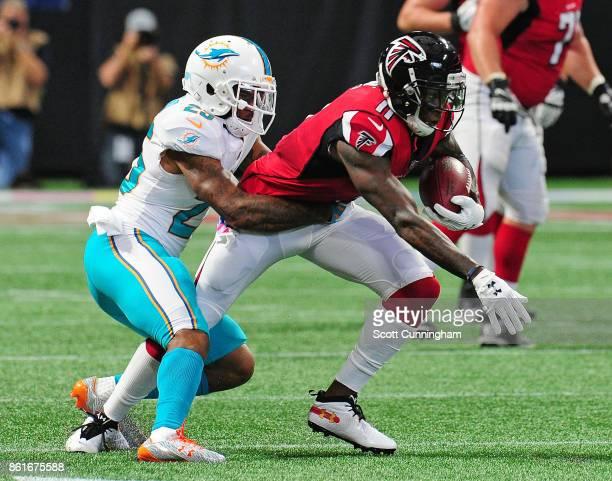 Julio Jones of the Atlanta Falcons rushes against Xavien Howard of the Miami Dolphins at MercedesBenz Stadium on October 15 2017 in Atlanta Georgia