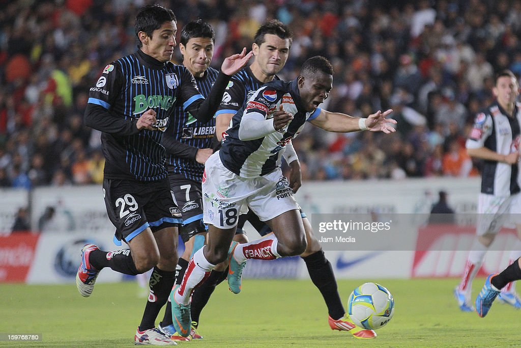 Julio Nava (L) of Queretaro struggles for the ball with Avilas Hurtado (R) of Pachuca during a match between Pachuca and Queretaro as part of the Clausura 2013 Liga MX at Hidalgo Stadium on January 19, 2013 in Pachuca, Mexico.