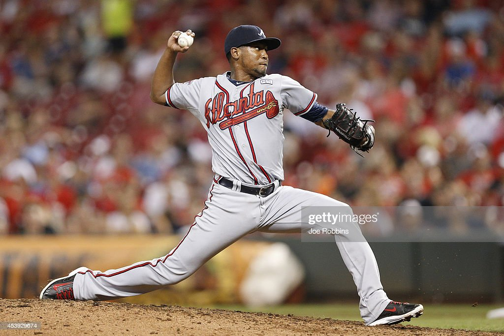 Julio Teheran #49 of the Atlanta Braves pitches in the sixth inning of the game against the Cincinnati Reds at Great American Ball Park on August 21, 2014 in Cincinnati, Ohio.