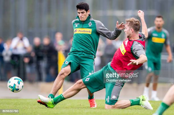 Julio Villalba and Christoph Kramer battle for the ball during a training session of Borussia Moenchengladbach at BorussiaPark on July 02 2017 in...