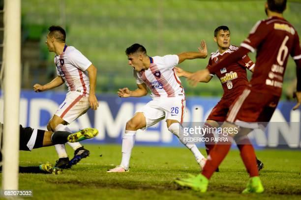 Julio Villalba of Paraguay's Cerro Porteno celebrates after scoring against Venezuela's Caracas FC during their Copa Sudamericana 2017 football match...