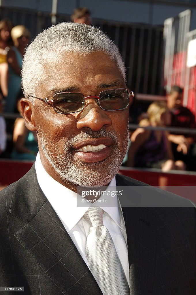 <a gi-track='captionPersonalityLinkClicked' href=/galleries/search?phrase=Julius+Erving&family=editorial&specificpeople=202966 ng-click='$event.stopPropagation()'>Julius Erving</a> during 2006 ESPY Awards - Arrivals at Kodak Theatre in Los Angeles, California, United States.