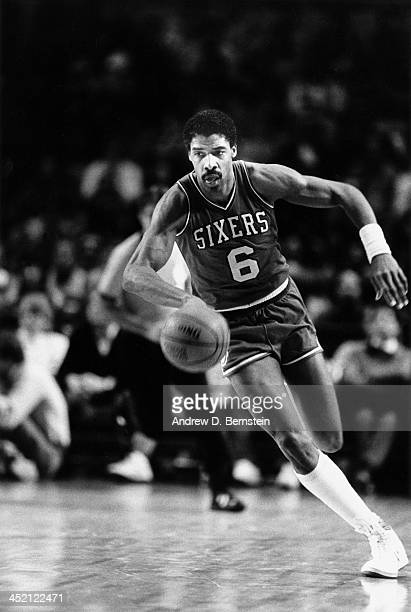 Julius Erving of the Philadelphia 76ers dribbles the ball against the Los Angeles Clippers during a game circa 1987 at the Los Angeles Memorial...