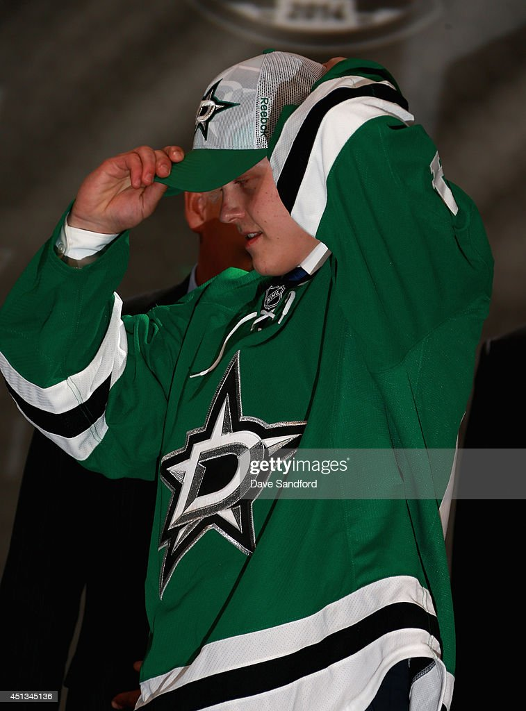 <a gi-track='captionPersonalityLinkClicked' href=/galleries/search?phrase=Julius+Honka&family=editorial&specificpeople=9966154 ng-click='$event.stopPropagation()'>Julius Honka</a> puts on his hat after being selected 14th overall by the Dallas Stars during the 2014 NHL Entry Draft at Wells Fargo Center on June 27, 2014 in Philadelphia, Pennsylvania.