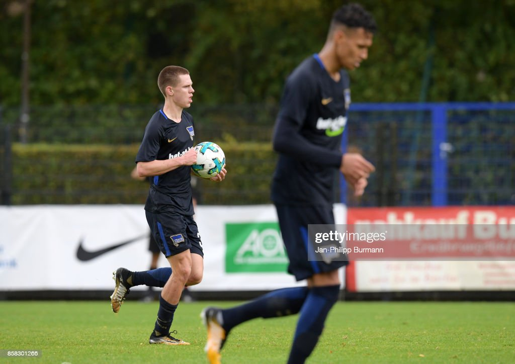 Julius Kade of Hertha BSC celebrates after scoring the 1:1 during the test match between Hertha BSC and the Polizeiauswahl on october 6, 2017 in Berlin, Germany.