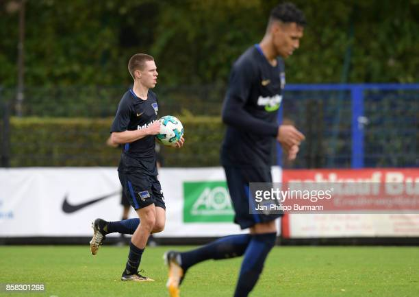 Julius Kade of Hertha BSC celebrates after scoring the 11 during the test match between Hertha BSC and the Polizeiauswahl on october 6 2017 in Berlin...