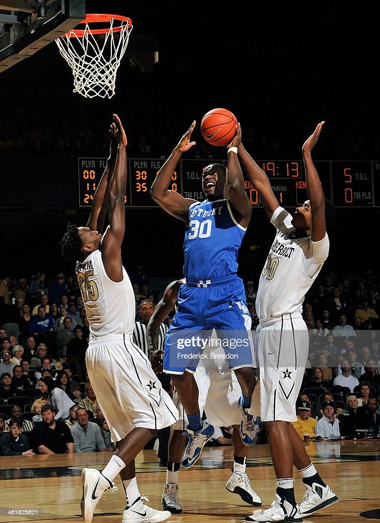 Julius Randle #30 of the Kentucky Wildcats takes a shot between James Siakam #35 and Damian Jones #30 of the Vanderbilt Commodores at Memorial Gym on January 11, 2014 in Nashville, Tennessee.