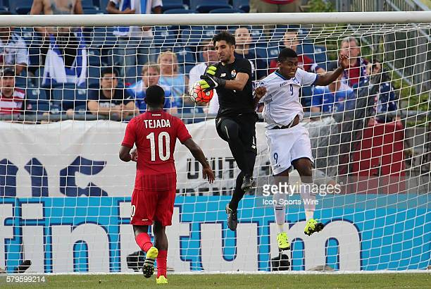 Panama goalkeeper Jaime Penedo can not hold onto the ball with Honduras forward Antony Lozano at his side The Men's National Team of Honduras and the...