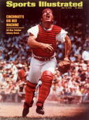 July 13 1970 Sports Illustrated Cover Baseball Cincinnati Reds Johnny Bench in action fielding fly ball vs Los Angeles Dodgers Cincinnati OH 6/20/1970