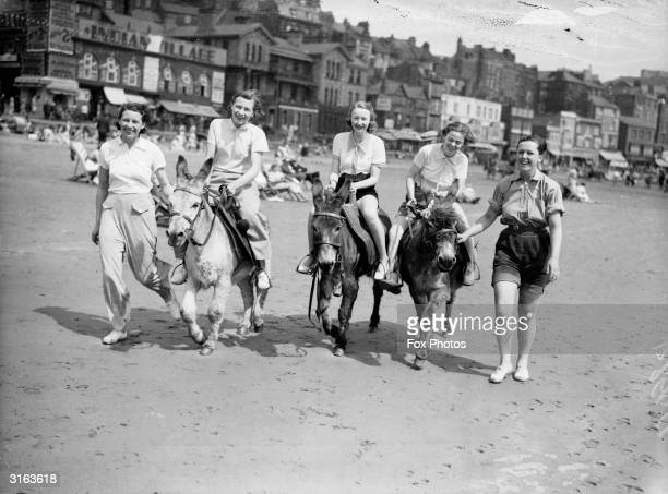 Day trippers on Scarborough Beach