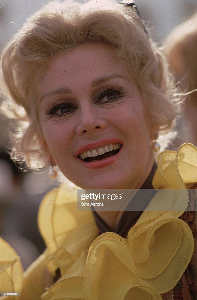 Hungarian actress Eva Gabor (1920 - 1995) in Palm Springs, California.