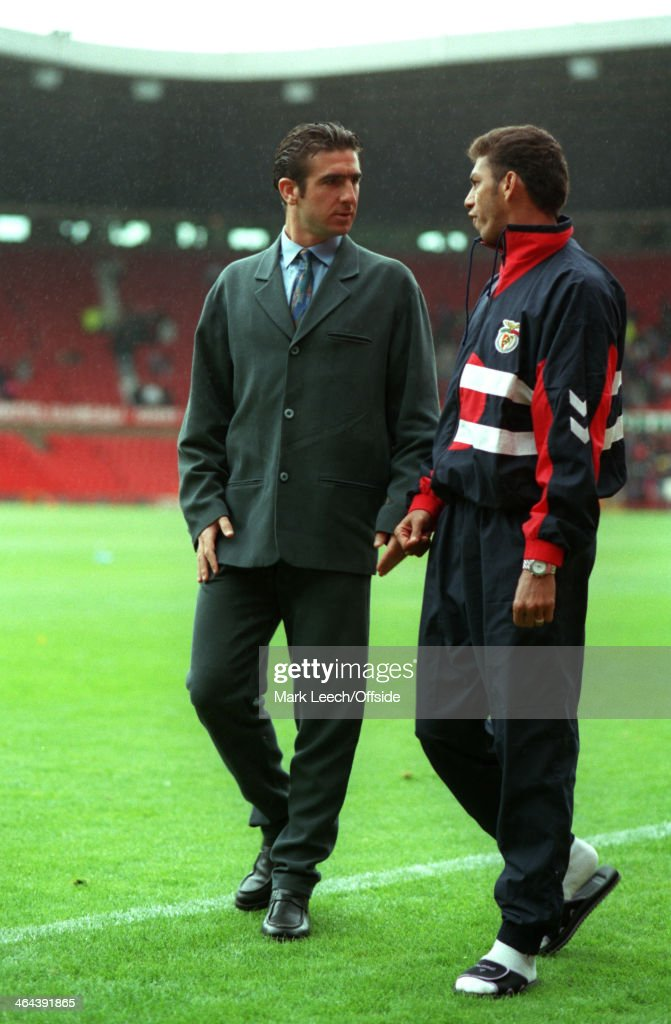 31 July 1993 - Manchester United v Benfica - Eric Cantona of Manchester United (left) talks to Carlos Mozer of Benfica (right) before the match.