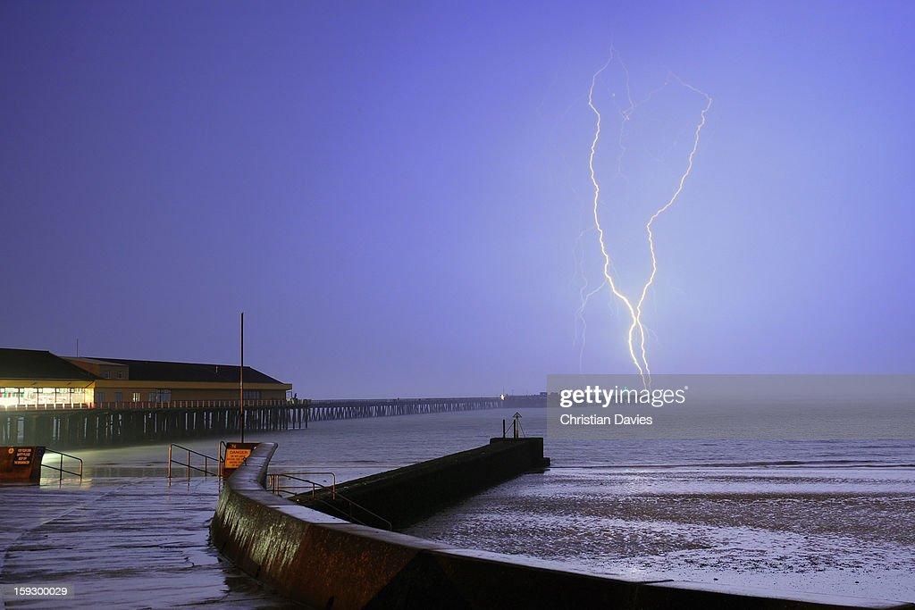 CONTENT] july 2009 Lightning over walton Pier Essex UK