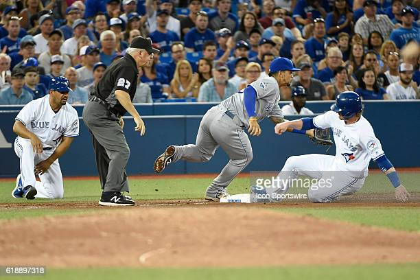 Toronto Blue Jays Third base Josh Donaldson [7086] beats the throw to Kansas City Royals Third base Cheslor Cuthbert [8773] as third base umpire...