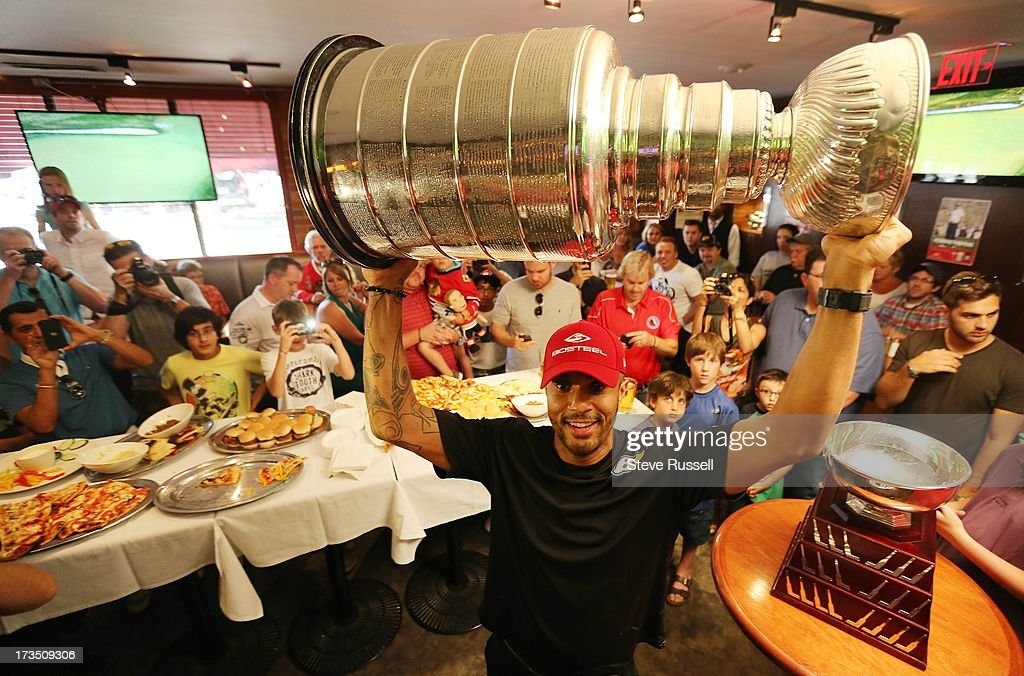 Former Chicago Blackhawk, now a Flyer, Ray Emery brings the Stanley Cup to Wayne Gretzky's restaurant in Toronto,