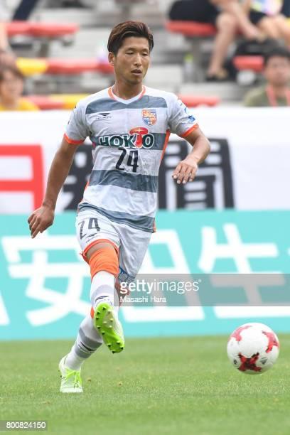 Jumpei Arai of AC Nagano Parceiro in action during the JLeague J3 match between Giravanz Kitakyushu and AC Nagano Parceiro at Mikuni World Stadium on...