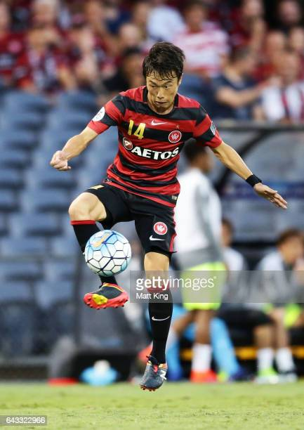 Jumpei Kusukami of the Wanderers controls the ball during the AFC Asian Champions League match between the Western Sydney Wanderers and the Urawa Red...