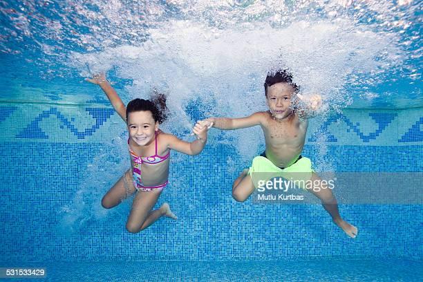 Springen Sie in den Swimmingpool