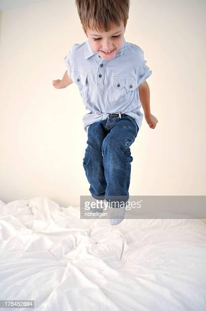 Salto sobre la cama