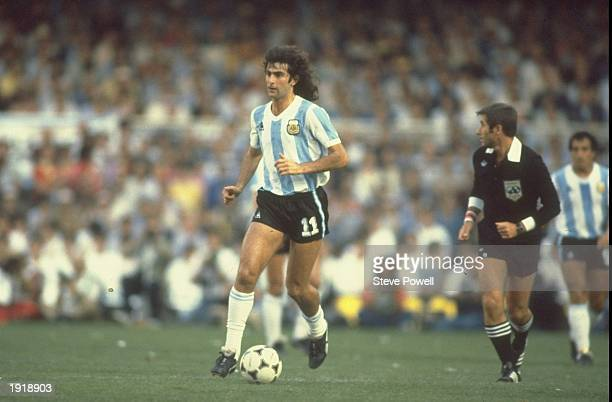 Mario Kempes of Argentina runs with the ball during the World Cup match between Argentina and Belgium in Barcelona Spain Belgium won the match 10...