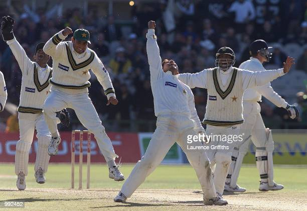 Pakistan celebrates Saqlain Mushtaq wicket of Dominic Cork of England during the Second Npower Test match between England and Pakistan at Old...