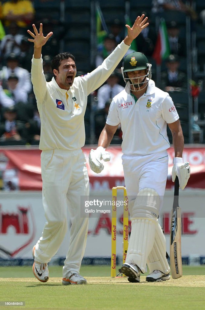 Junaid Khan of Pakistan celebrates the wicket of <a gi-track='captionPersonalityLinkClicked' href=/galleries/search?phrase=Alviro+Petersen&family=editorial&specificpeople=4969996 ng-click='$event.stopPropagation()'>Alviro Petersen</a> of South Africa during day 1 of the first Test match between South Africa and Pakistan at Bidvest Wanderers Stadium on February 01, 2013 in Johannesburg, South Africa.
