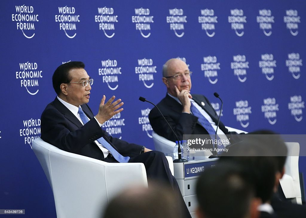 TIANJIN, June 28, 2016-- Chinese Premier Li Keqiang, left, holds talks with business executives attending the Annual Meeting of the New Champions 2016, or the Summer Davos Forum, in Tianjin, north China, June 28, 2016.