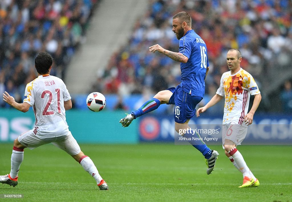 PARIS, June 28, 2016-- Daniele De Rossi, center, of Italy competes during the Euro 2016 round of 16 football match between Spain and Italy in Paris, France, June 27, 2016.