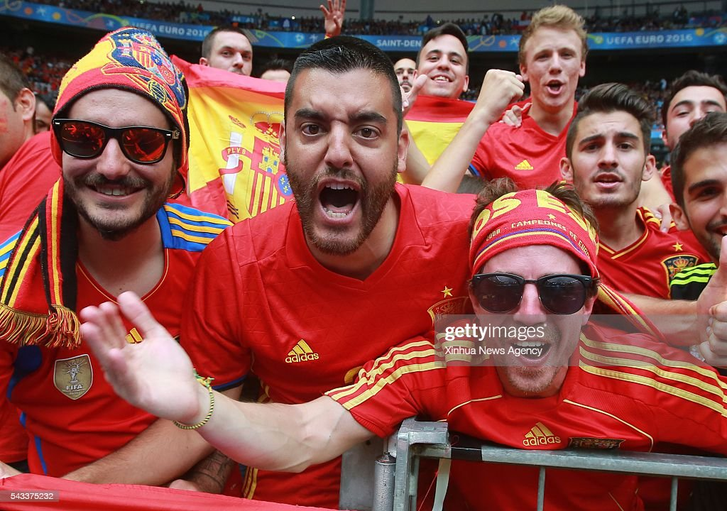 PARIS, June 28, 2016 -- Fans of Spain cheer before the Euro 2016 round of 16 football match between Spain and Italy in Paris, France, June 27, 2016.
