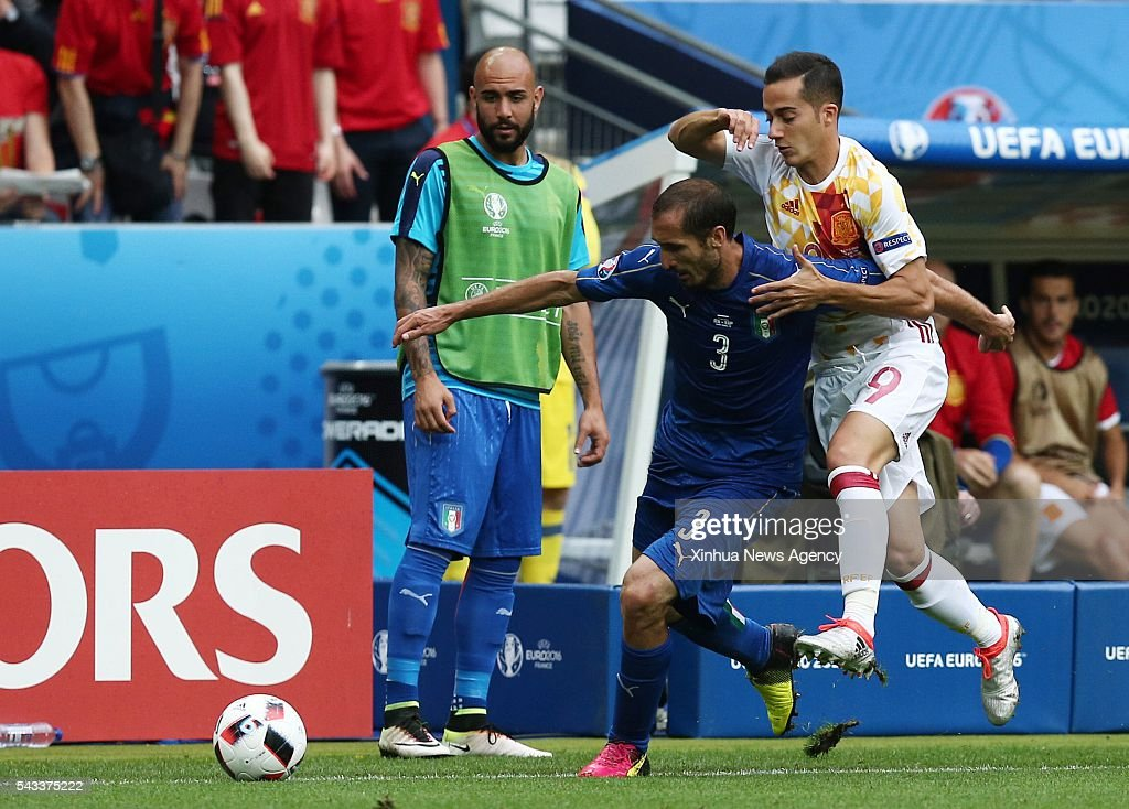 PARIS, June 28, 2016 -- Giorgio Chiellini, left, of Italy vies with Lucas Vazquez of Spain during their Euro 2016 round of 16 football match in Paris, France, June 27, 2016. Italy won 2-0.