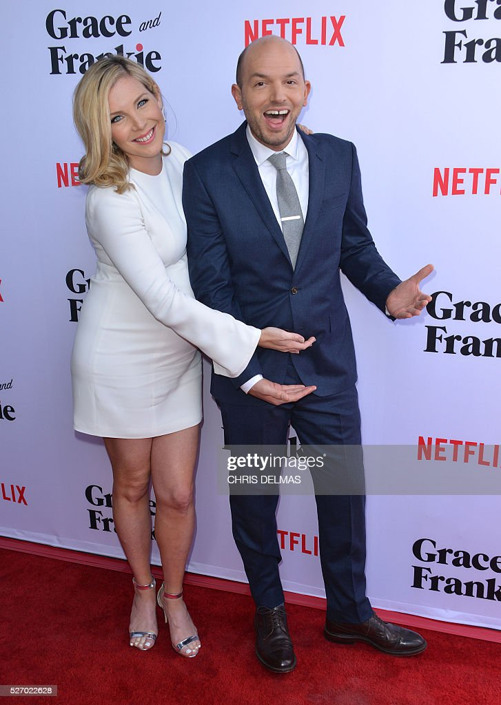June Diane Raphael and Paul Scheer attend the Season 2 Premiere of Grace and Frankie in Los Angeles, California, on May 1, 2016. / AFP / CHRIS