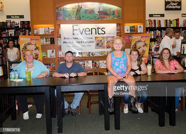 June 'Mama' Shannon Mike 'Sugar Bear' Thompson Alana 'Honey Boo Boo' Thompson Anna 'Chickadee' Shannon and Lauryn 'Pumpkin' Shannon attend the 'How...