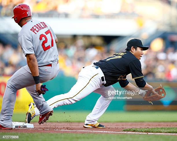 Jung Ho Kang of the Pittsburgh Pirates catches the second of three outs at third base to force the out on Jhonny Peralta of the St Louis Cardinals on...