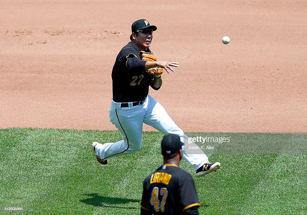<a gi-track='captionPersonalityLinkClicked' href=/galleries/search?phrase=Jung+Ho+Kang&family=editorial&specificpeople=13989928 ng-click='$event.stopPropagation()'>Jung Ho Kang</a> #27 of the Pittsburgh Pirates makes a throw to first for an out in the fourth inning during the game against the Los Angeles Dodgers at PNC Park on June 27, 2016 in Pittsburgh, Pennsylvania.