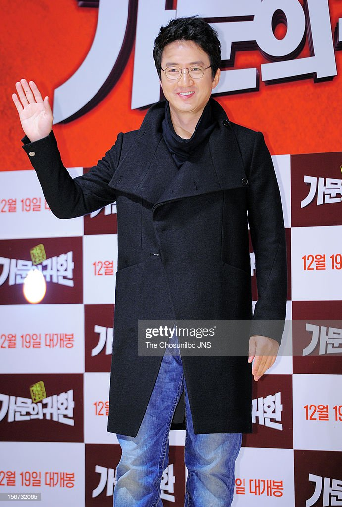 Jung Jun-Ho attends the 'Return Of The Family' press conference at KonKuk University on November 19, 2012 in Seoul, South Korea.