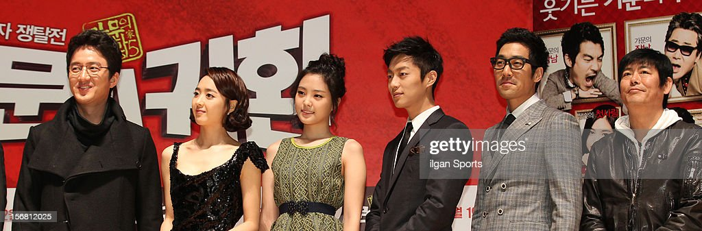Jung Jun-Ho, Kim Min-Jung, Son Na-Eun, Yoon Du-Jun, Park Sang-Uk, and Sung Dong-Il attend the 'Return Of The Family' press conference at KonKuk University on November 19, 2012 in Seoul, South Korea.