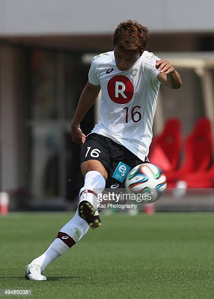 Jung Wooyoung of Vissel Kobe scores his team's first goal during the JLeague Yamazaki Nabisco Cup Group A match between Shimizu SPulse and Vissel...